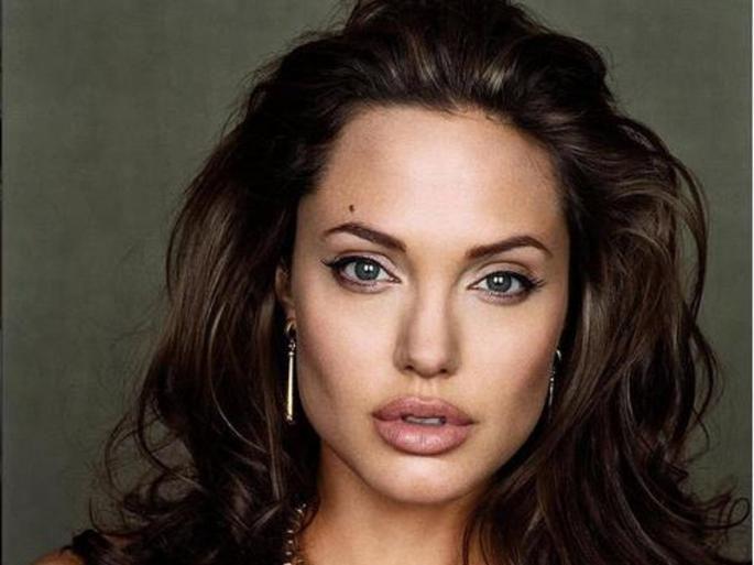 Никогаш видена снимка од Анџелина Џоли прегледана 1,8 милиони пати